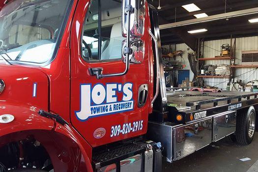 Semi Truck Towing-in-Creve Coeur-Illinois